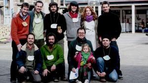 Une partie des membres fondateurs du Réseau Transition Wallonie-Bruxelles avec notre amis Bart, un représentant du Transitie Netwerk Vlaanderen, lors de la première rencontre des Initiatives de Transition de toute la Wallonie et de Bruxelles. Mais le réseau, c'est aussi toutes les autres personnes qui participent aux initiatives... Crédit : Fabian Féraux